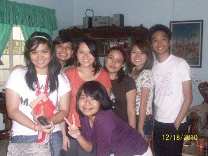 L-R: Jad, Martha, Thea, Daisy, Sleg, Jace, Nicole (bottom) :)