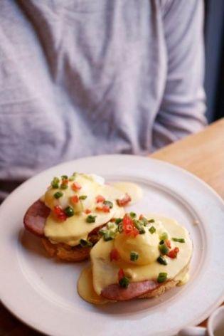 ✔ Eggs Benedict